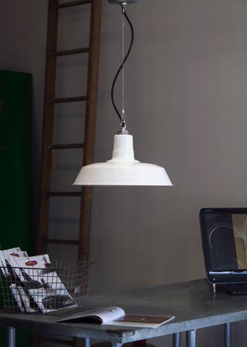 studio light skychief white
