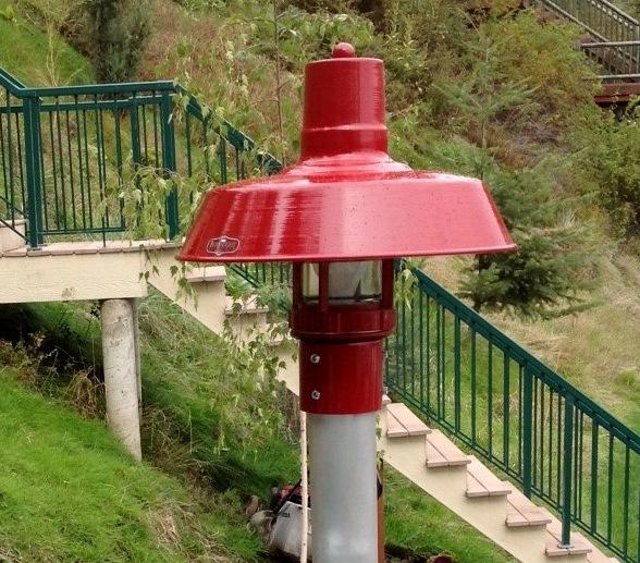 barn red post mount light exterior1