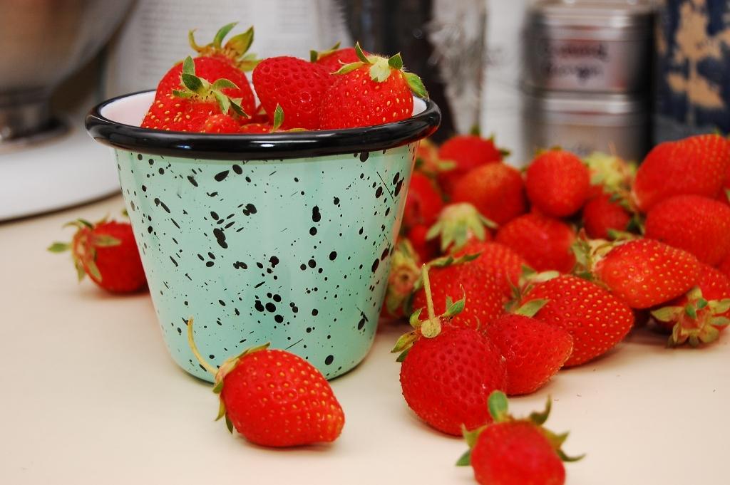 porcelain enamel graniteware cup 1024x681
